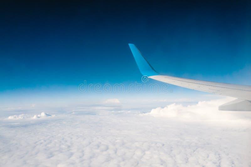 Sorvolare le belle nuvole fotografia stock libera da diritti