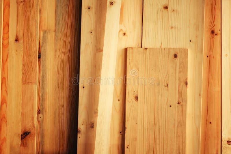 Sosnowego drewna floorboard deski w warsztacie fotografia royalty free