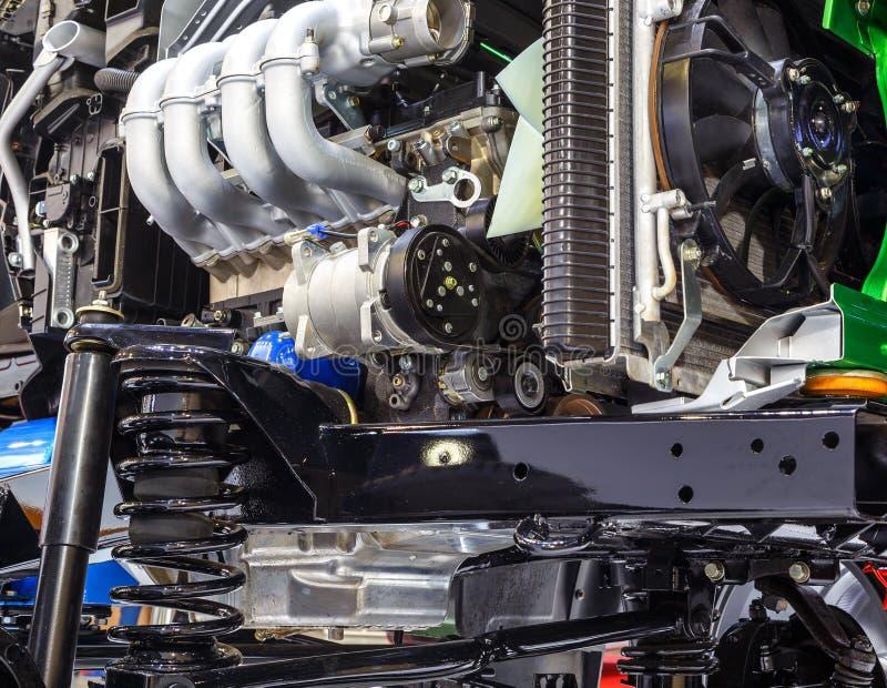 Sospensione e motore dell'automobile immagini stock