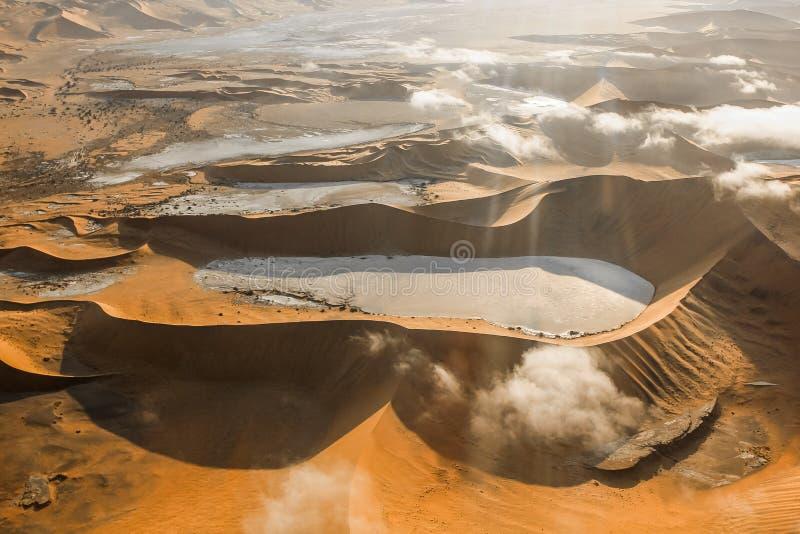 Sossusvlei沙丘的鸟瞰图  免版税图库摄影