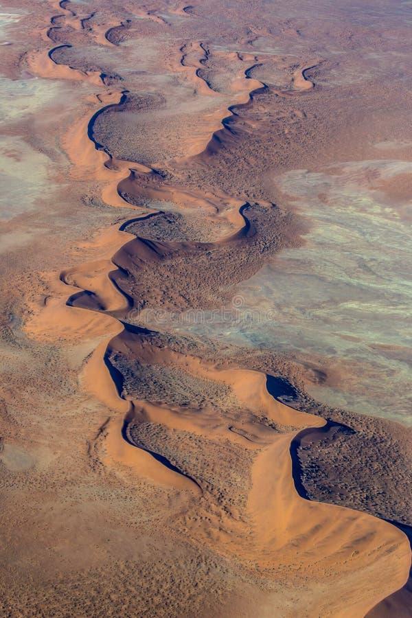 Sossusvlei鸟瞰图沙丘  Namib-Naukluft国家公园 闹事 免版税图库摄影