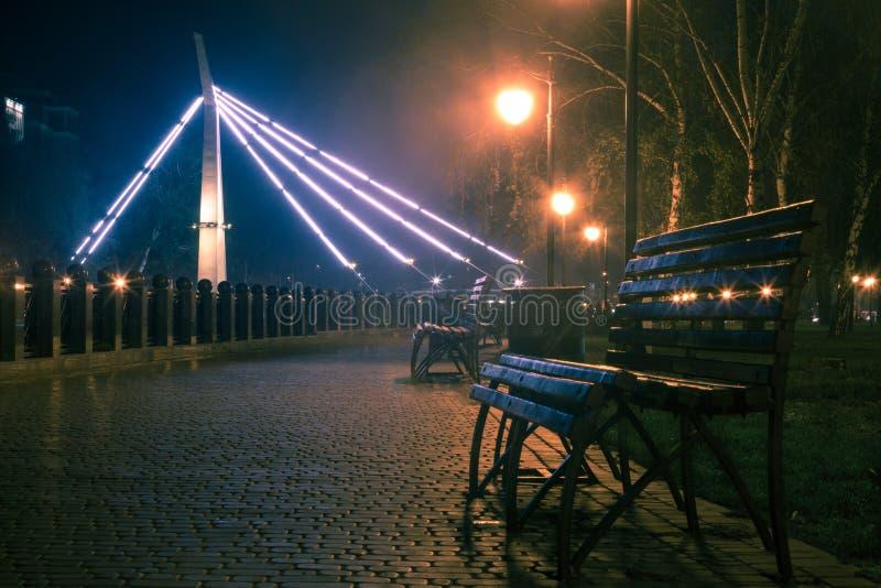 Sosta della città di notte immagine stock