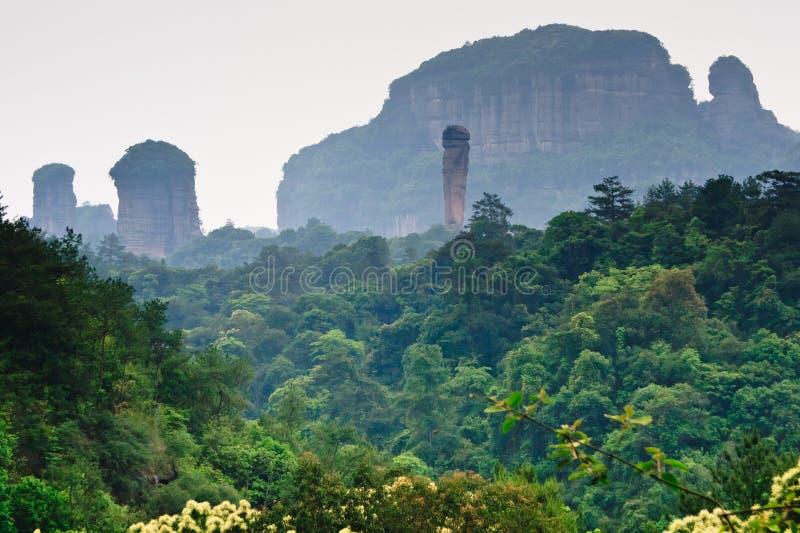 Sosta di geologia del mondo della montagna del Guangdong Danxia, Cina immagine stock