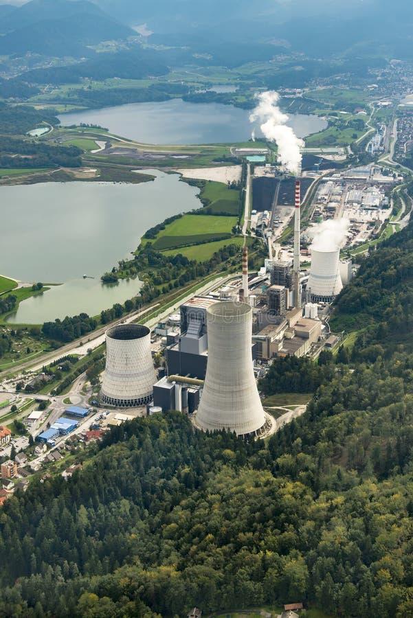 SOSTANJ, SLOVÉNIE, 2014 le 7 septembre, tir aérien d'usine Sostanj de charbon photographie stock