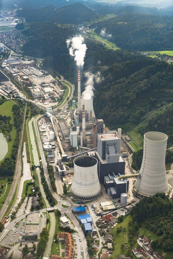 SOSTANJ, SLOVENIË, 7 Sept. 2014, antenne van steenkoolinstallatie wordt geschoten Sostanj die royalty-vrije stock afbeelding