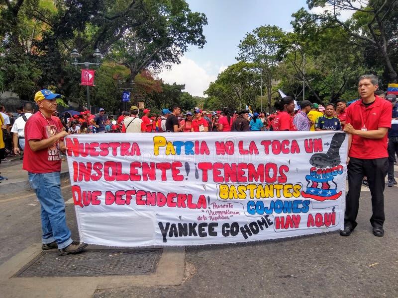 Sostenitori del marzo di Nicolas Maduro a Caracas per commemorare il primo anniversario della rielezione immagine stock libera da diritti