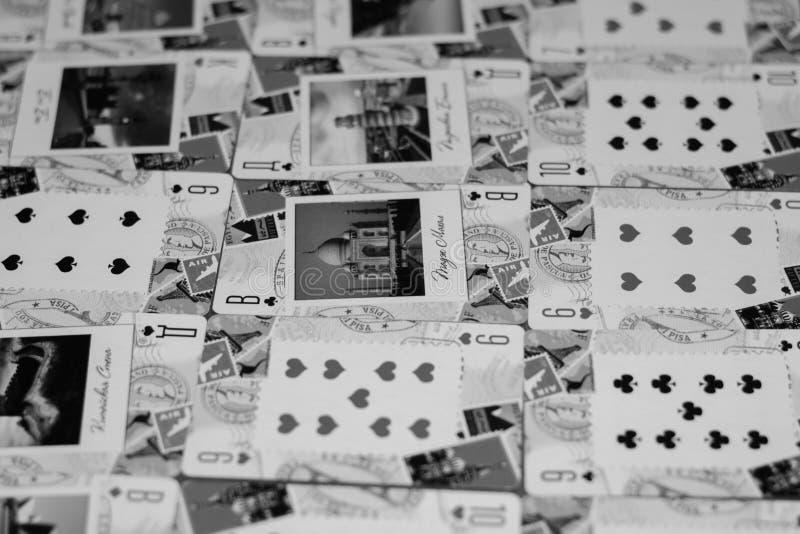 Sostiene la tarjeta que gana a disposición imagen de archivo libre de regalías