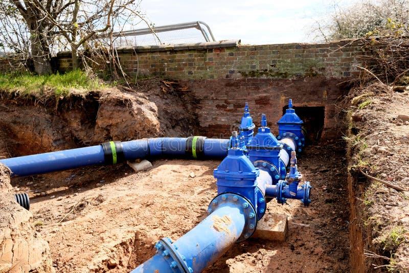 Sostituzione della condotta dell'acqua fotografia stock