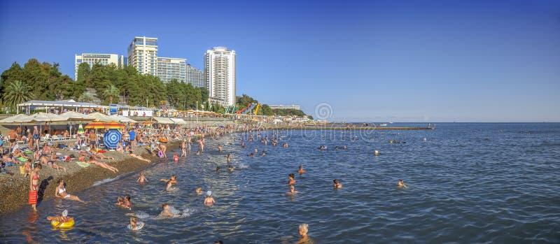SOTCHI, RUSLAND - AUGUSTUS 13, 2018: Panorama van de strandvuurtoren royalty-vrije stock foto's