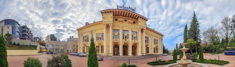 SOTCHI, RUSLAND - NOVEMBER 28, 2015: Panorama van Swissotel-Hotel stock foto