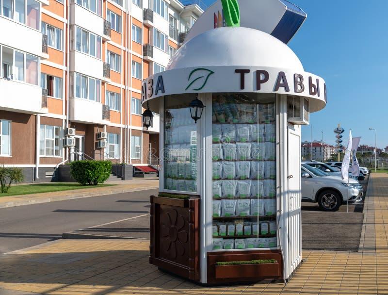 Sotchi, Russie - 4 juin 2018 Un kiosque médical caucasien d'herbes en Adler photo stock