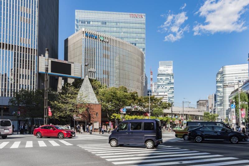 Sotobori横渡银座东京的dori街道 库存照片