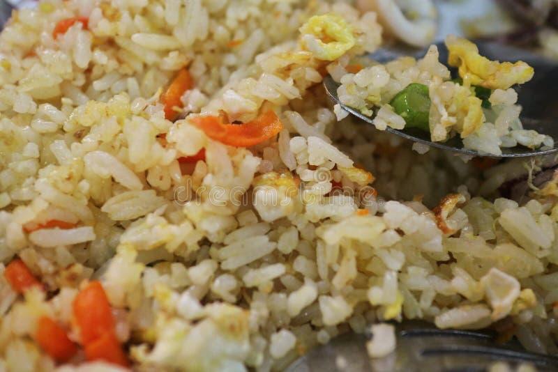 Sotong ( goreng Nasi; Кальмары зажарили rice) стоковое изображение