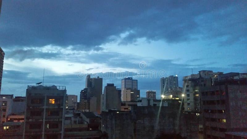 Sotto il cielo di crepuscolo fotografia stock libera da diritti