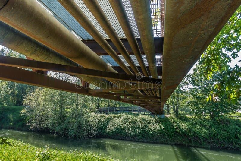Sotto il ponte 6 immagine stock