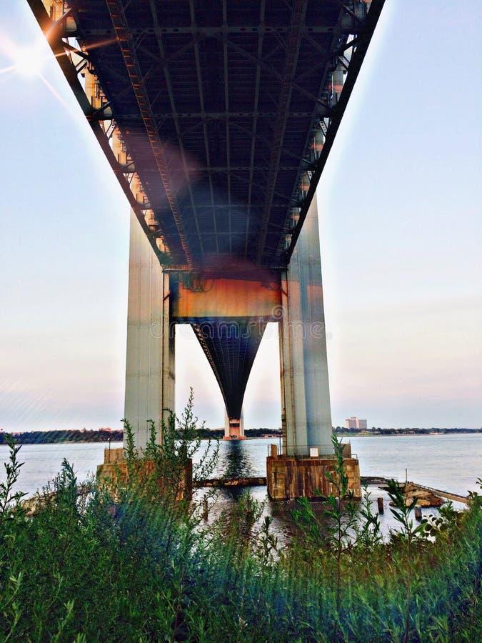 Sotto il ponte fotografie stock