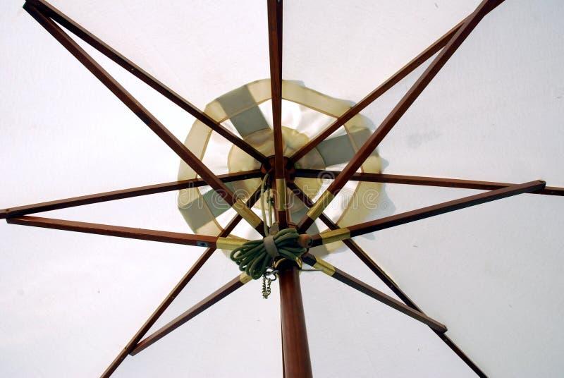 Download Sotto l'ombrello fotografia stock. Immagine di modello - 3131202