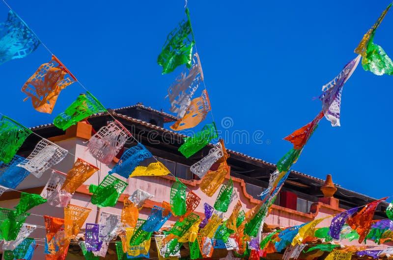 Download Sotto La Vista Di San Cristobal De Las Casas Con Le Numerose Bandiere Religiose Fotografia Stock - Immagine di cristobal, festa: 117976318