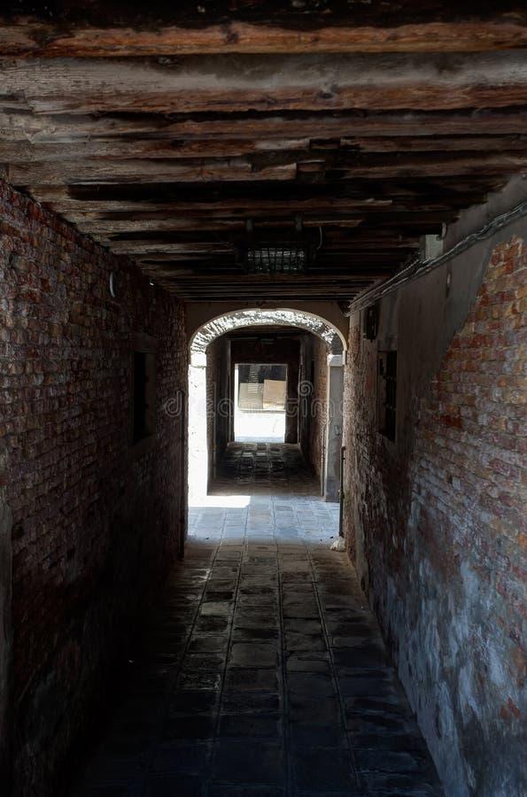 Sottopassaggio盖了街道,威尼斯,威尼斯湾,意大利,意大利 免版税库存图片