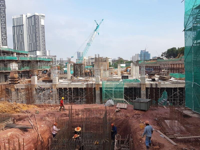 Sottostruttura e sovrastruttura di costruzione in costruzione facendo uso del metodo aperto tagliato immagine stock