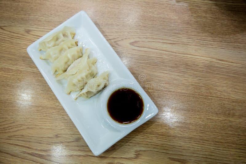Souce d'oand de Gyoza Boulettes japonaises Nourriture japonaise, photos stock