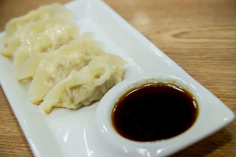 Souce d'oand de Gyoza Boulettes japonaises Nourriture japonaise, images stock