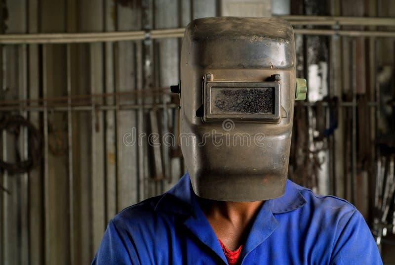 Soudeuse africaine avec le masque photos stock