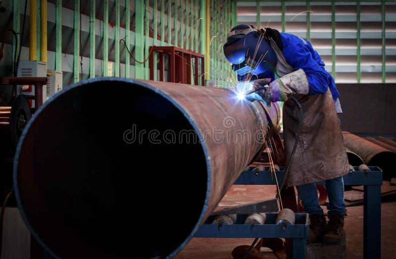 Soudure de tuyau sur la canalisation photo libre de droits