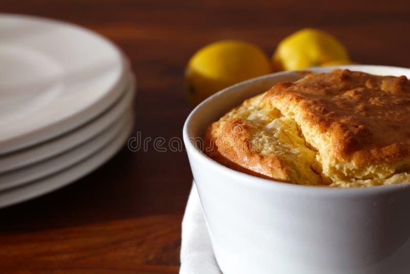 Soufflé com o queijo serido para o almoço fotos de stock royalty free