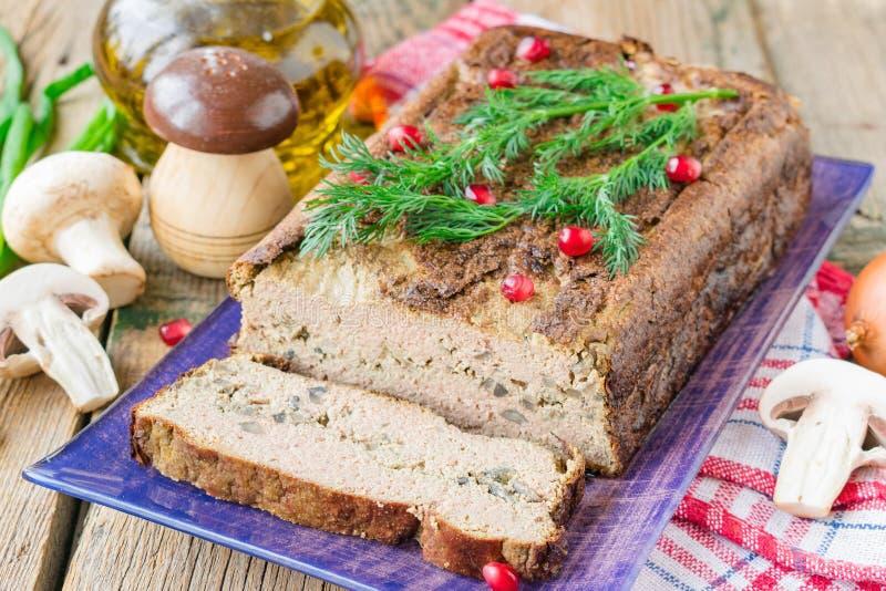 Soufflé de foie de poulet avec des champignons et des oignons photos stock