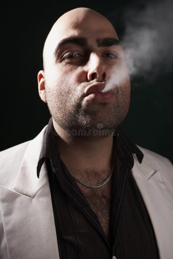 Soufflage de la fumée image libre de droits