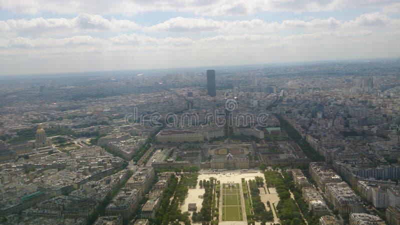Souffle adoptant la position de Tour Eiffel photo libre de droits