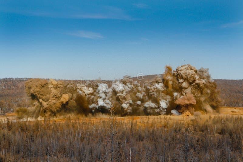 Souffle dans la carrière d'extraction à ciel ouvert photo libre de droits