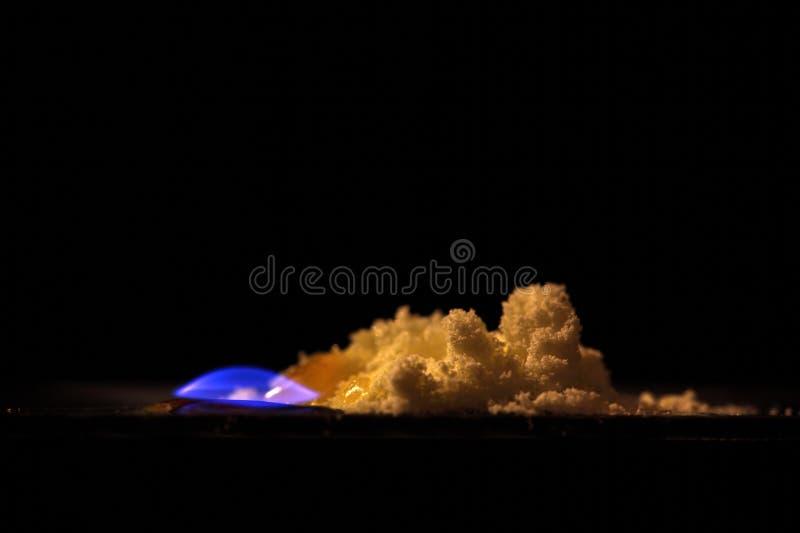 Soufre brûlant image libre de droits