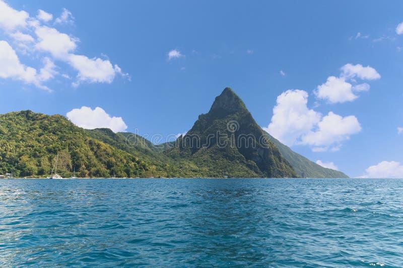Soufriere-Bucht - kleiner Kletterhakenbereich - Karibikinsel - St. Lucia stockbild