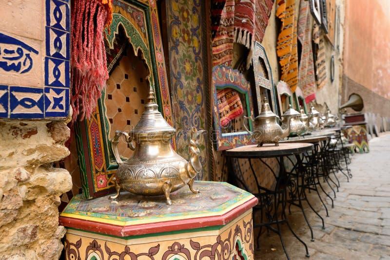 Souk (bazaar) in de Marokkaanse oude stad - Medina stock foto's