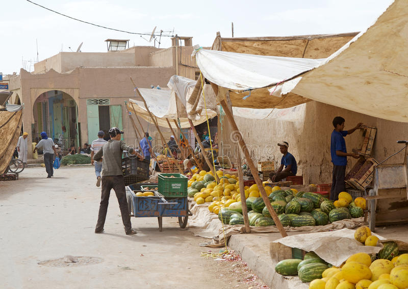 Souk del mercado central de Erfoud fotos de archivo