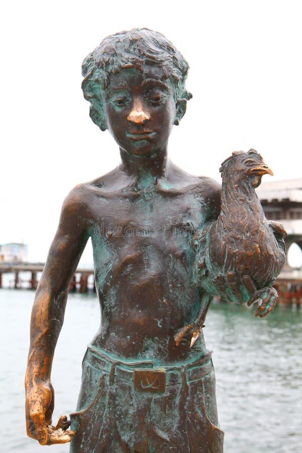 Soukhoumi, monument au garçon avec le poulet photo libre de droits