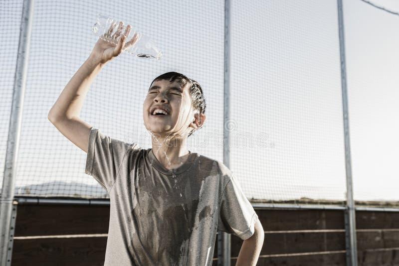 Soulagement avec de l'eau l'eau froide af une pratique dure photographie stock libre de droits