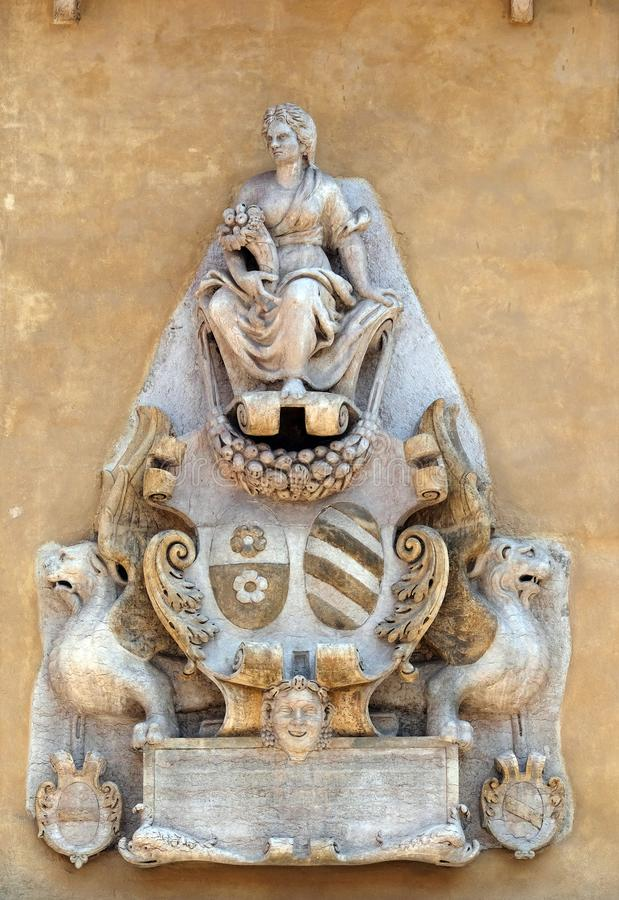 Soulagement bas sur le mur de Palazzo Ragione dans des Signori de dei de Piazza à Vérone image libre de droits