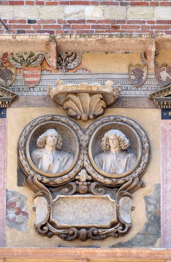 Soulagement bas sur le mur de Palazzo Ragione dans des Signori de dei de Piazza à Vérone images libres de droits