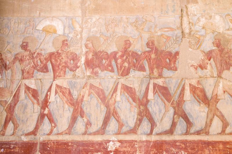 Soulagement coloré en expédition de Hatshepsut à la terre du coup de volée dans le temple de Hatshepsut, Louxor, Egypte image stock