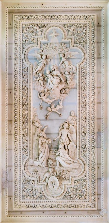 Soulagement de Bas dans la chambre forte de l'église de Santa Maria della Misericordia dans Pacentro, L'Aquila, Abruzzo, Italie c photographie stock