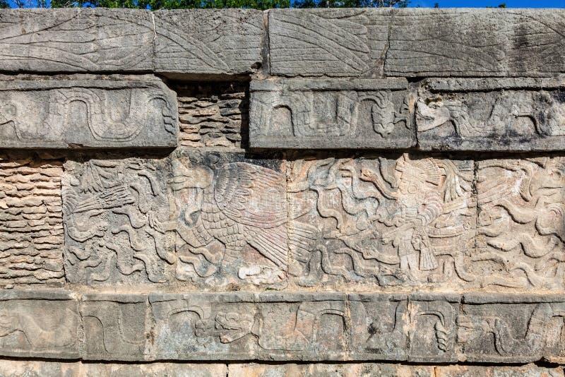 Soulagements maya sur Venus Platform dans la grande plaza de Chichen Itza, Mexique photographie stock