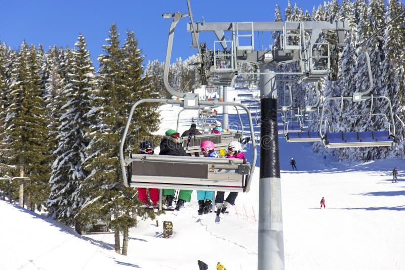 soulevez le ski d'homme photographie stock libre de droits