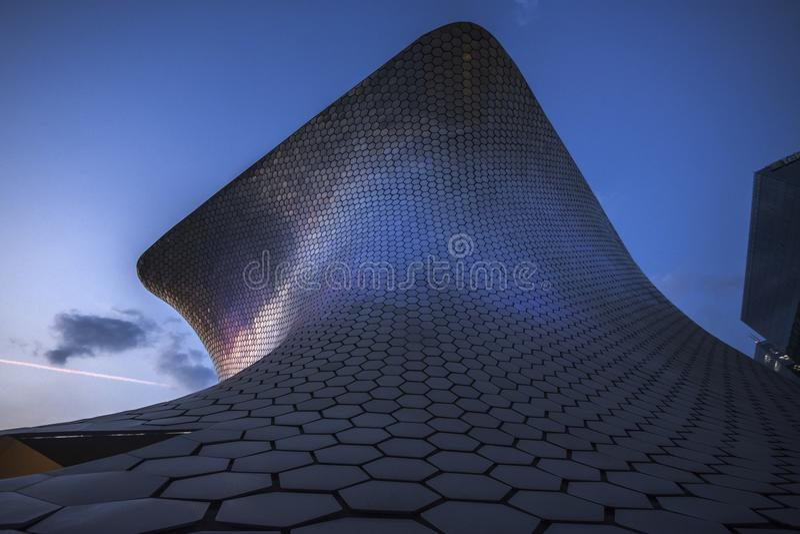 Soumayo博物馆Museo Soumaya,设计由墨西哥建筑师费尔南多・罗梅罗 免版税库存照片