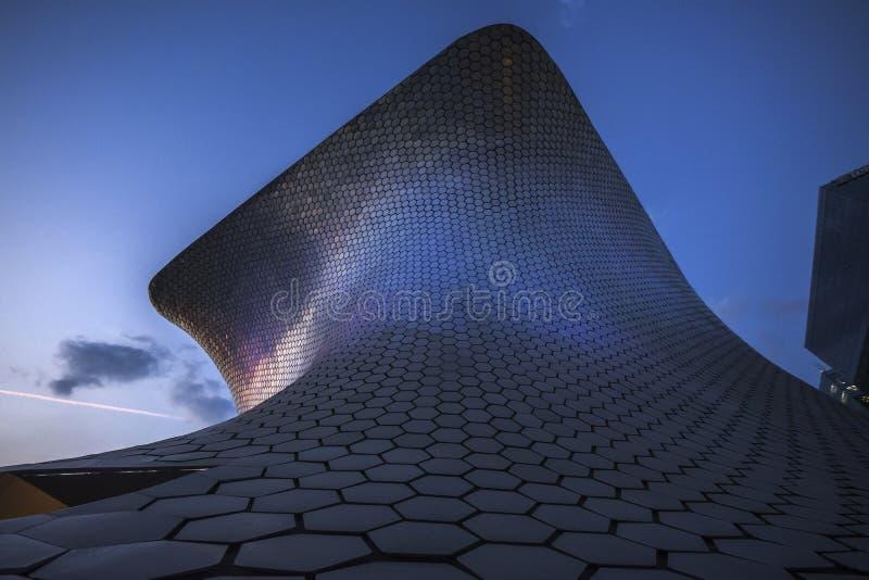 Soumayo-Museum Museo Soumaya, entworfen vom mexikanischen Architekten Fernando Romero lizenzfreie stockfotos