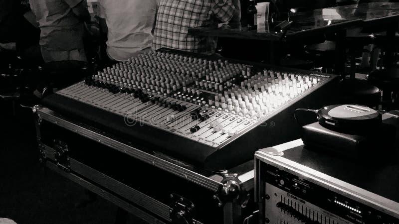 Soundboard vóór de show royalty-vrije stock afbeeldingen
