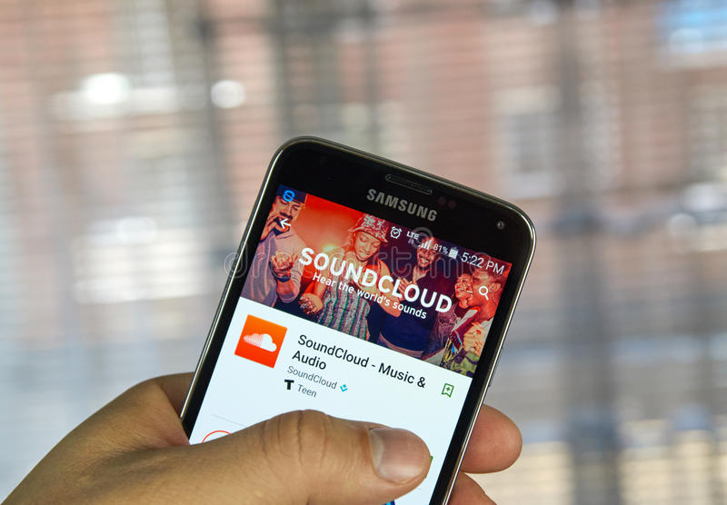 Soundcloud Mobile Application On Screen Of Samsung Editorial