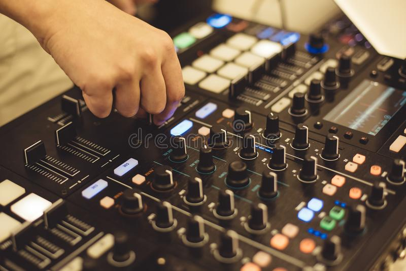 Soundman på ljudsignalbrädet arkivbilder